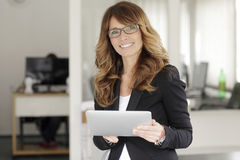 Pretty business woman smiling confidently Royalty Free Stock Photography