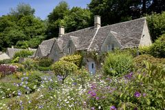 Pretty Cotswold cottages Royalty Free Stock Photos