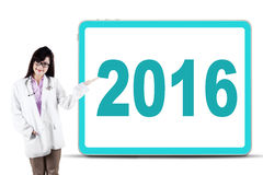 Pretty doctor showing number 2016 Royalty Free Stock Images