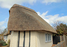 Pretty english thatched cottage Royalty Free Stock Photos
