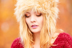 Pretty fashion woman in winter hat feeling cold. Royalty Free Stock Photos