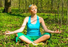 Pretty girl doing yoga outdoors Stock Images