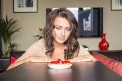 Pretty girl Looking to strawberry cake Royalty Free Stock Photos