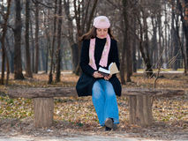 Pretty girl reading a book outdoor Royalty Free Stock Photos