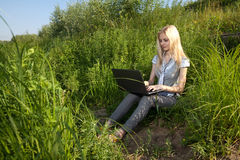 Pretty girl working with laptop Royalty Free Stock Photos
