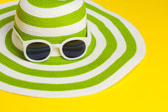 Pretty Green Hat With Sunglasses Royalty Free Stock Photos
