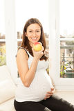 Pretty happy young woman pregnant eating an apple Royalty Free Stock Photography