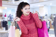 Pretty indian woman holds shopping bags at mall Royalty Free Stock Photography
