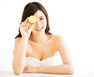 Pretty joyful young woman holding  lemon Royalty Free Stock Images