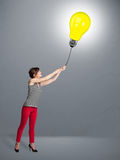 Pretty lady holding a light bulb balloon Royalty Free Stock Photography