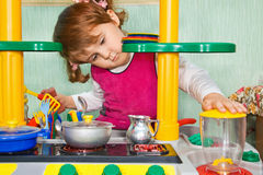 Pretty Little Girl to play the cook Royalty Free Stock Photography