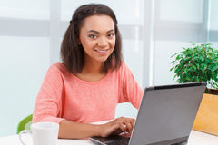 Pretty mulatto girl working on computer Royalty Free Stock Photos