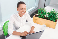 Pretty mulatto girl working on computer Royalty Free Stock Photography
