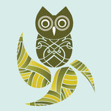 Pretty owl and leaves Royalty Free Stock Photography