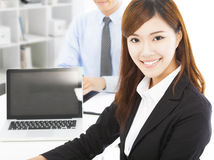 Pretty professional young woman with colleague i Royalty Free Stock Image