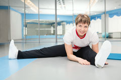 Pretty senior woman exercising in gym Royalty Free Stock Photo