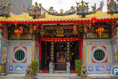 Pretty small buddhist temple in Singapore. Richly decorated entrance in the temple Stock Photos