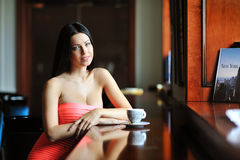 Pretty smiling woman sitting in the cafe with a cup of coffee Royalty Free Stock Photography