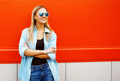 Pretty smiling woman in sunglasses in urban style Royalty Free Stock Photo