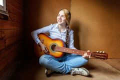Young woman playing guitar Royalty Free Stock Images