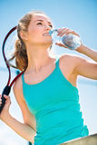 Pretty sportswoman with racket on shoulders Royalty Free Stock Photography