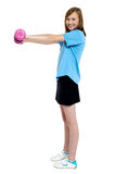 Pretty teen working out with pink dumbbells Royalty Free Stock Photography