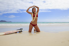 Pretty teenage girl with her surfboard Royalty Free Stock Images