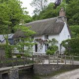 Pretty thatched cottage at Helford, Cornwall, England Stock Photos