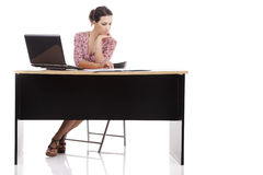 Pretty woman in desk with computer Royalty Free Stock Photography
