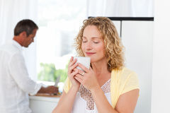 Pretty woman drinking tea in her kitchen Royalty Free Stock Photos
