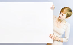Pretty woman holding a blank sign Royalty Free Stock Photos
