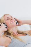 Pretty woman listening to music with headphones Royalty Free Stock Images