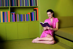Pretty woman reading book Royalty Free Stock Image