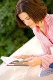 Pretty woman reading the book Royalty Free Stock Photos