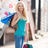 Pretty woman shopping at the mall on a sunny day Royalty Free Stock Images