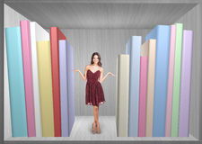 Pretty woman standing on book shelf Royalty Free Stock Photography