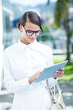 Pretty woman using her tablet pc. Outside Royalty Free Stock Photos