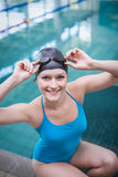Pretty woman wearing swim cap and swimming goggles Royalty Free Stock Photos