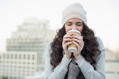Pretty young brunette drinking coffee Royalty Free Stock Photos