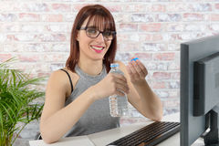 Pretty young businesswoman drinking water Royalty Free Stock Images