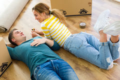 Pretty young couple moving in new home. Royalty Free Stock Photography