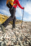 Pretty, young female hiker going uphill Royalty Free Stock Photos