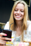 Pretty young girl chatting with  smartphone Royalty Free Stock Photos