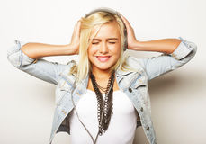 Pretty young girl enjoys listening music Royalty Free Stock Photography