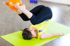 Pretty young girl fitness workout in gym Royalty Free Stock Photos