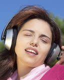 Pretty young girl listening music Royalty Free Stock Images
