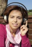Pretty young girl listening music Royalty Free Stock Photos