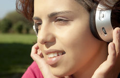 Pretty young girl listening music Royalty Free Stock Photography