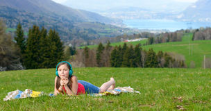A pretty young girl listening to music Royalty Free Stock Photography