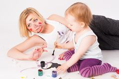 Pretty young mother and daughter drawing Royalty Free Stock Photos